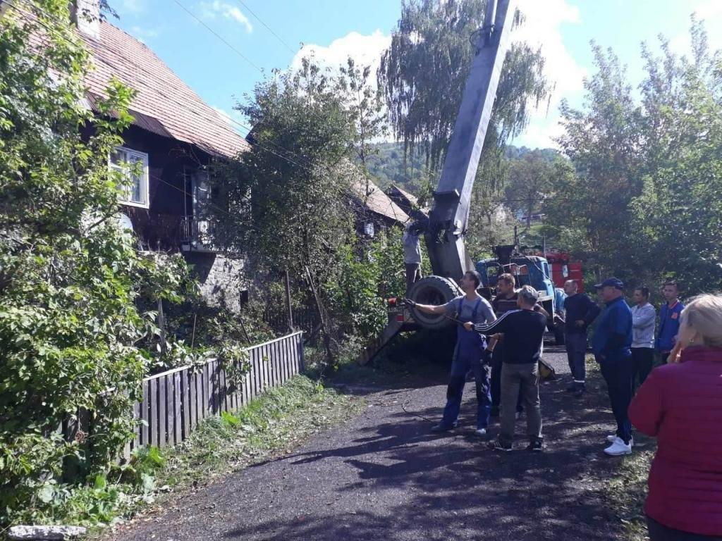 Негода на Закарпатті: 36 сіл без світла, лікарня без даху та два десятки повалених дерев (ФОТО, ВІДЕО), фото-2