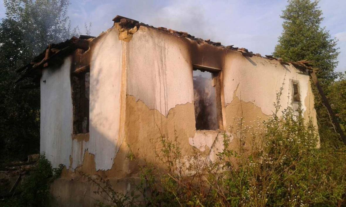 На Хустщині чоловік згорів у власному будинку: фото із місця пожежі , фото-2