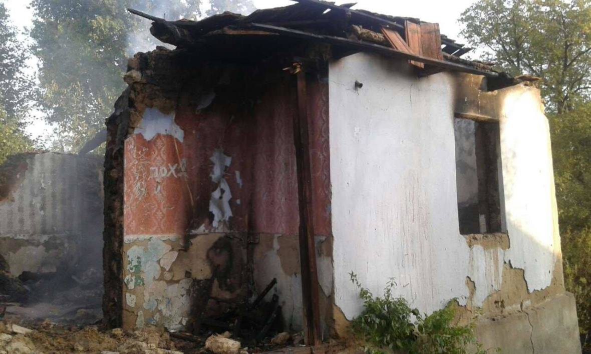 На Хустщині чоловік згорів у власному будинку: фото із місця пожежі , фото-1