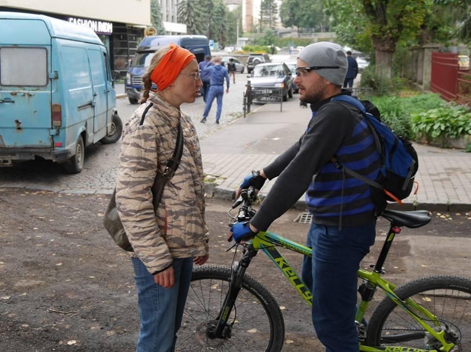 В Ужгороді пригощали печивом та кавою тих, хто їхав на роботу велосипедом: фото, фото-9