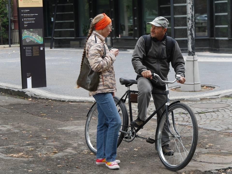 В Ужгороді пригощали печивом та кавою тих, хто їхав на роботу велосипедом: фото, фото-11