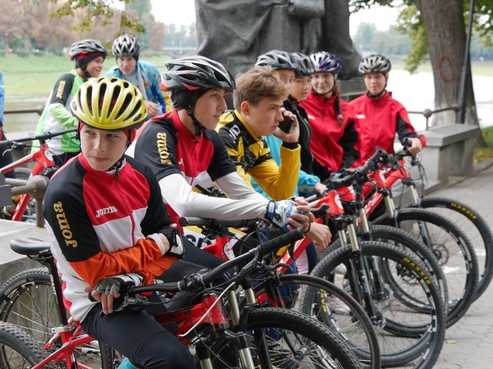 В Ужгороді пригощали печивом та кавою тих, хто їхав на роботу велосипедом: фото, фото-12