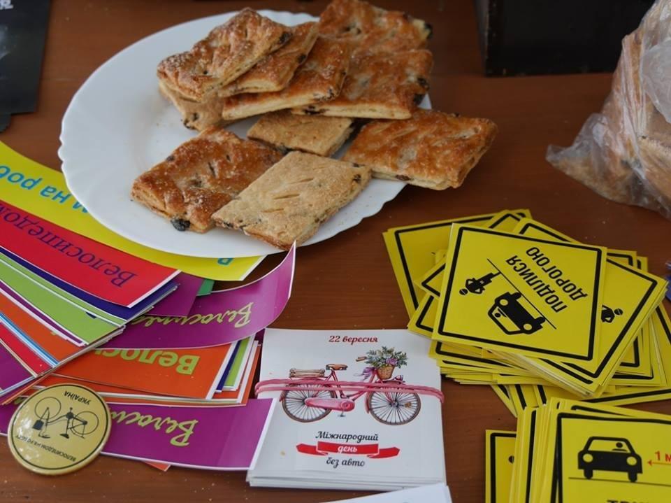 В Ужгороді пригощали печивом та кавою тих, хто їхав на роботу велосипедом: фото, фото-7