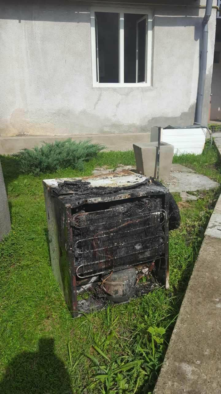 """""""Замкнуло"""" холодильник: у Хусті вогонь в будинку гасили 6 пожежників на 2-х машинах (ФОТО), фото-2"""