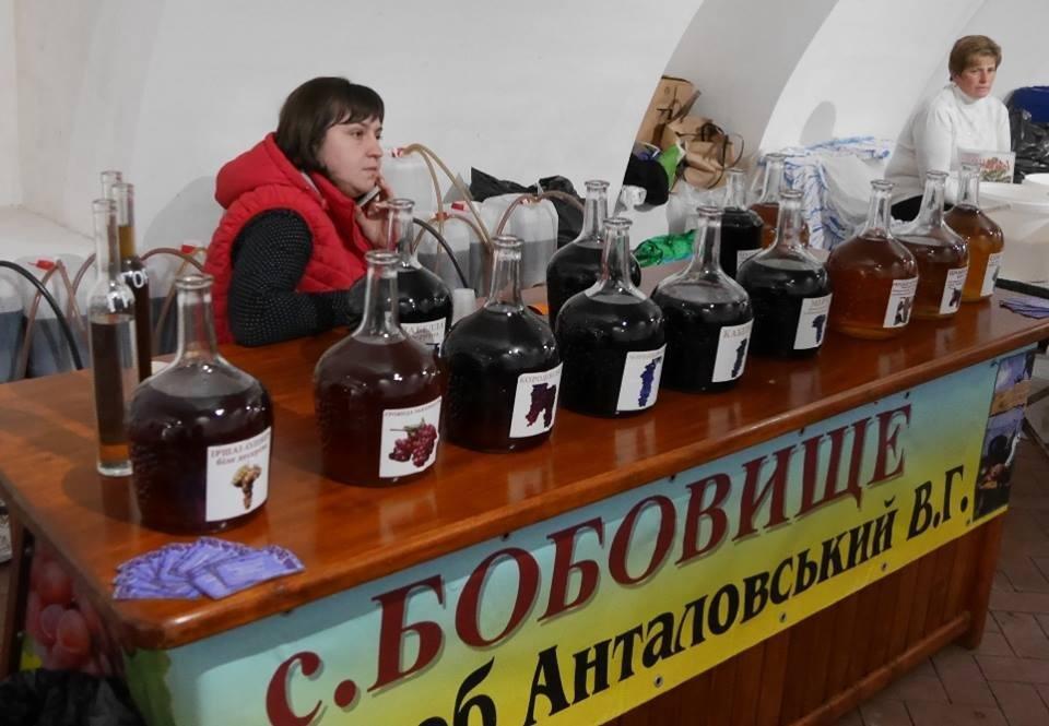 """До дня Ужгорода у підвалах """"Совиного гнізда"""" - продаж вина, меду і сиру: фото, фото-9"""