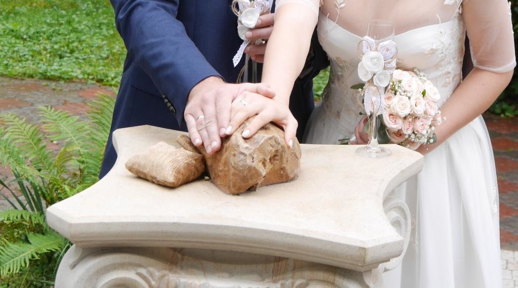 """Доторкніться і кохання стане сильнішим: в Ужгороді встановили """"Камінь любові"""" (ФОТО), фото-3"""