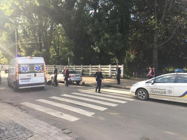 """В Ужгороді на Капушанській на пішохідному переході """"Дейво"""" наїхало на жінку: фото, фото-2"""