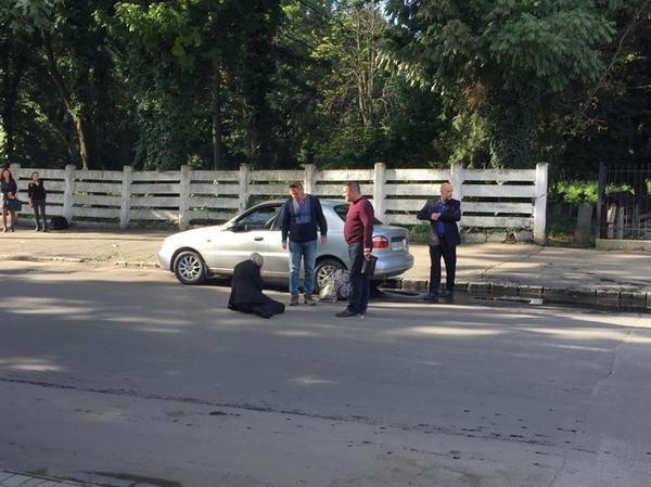 """В Ужгороді на Капушанській на пішохідному переході """"Дейво"""" наїхало на жінку: фото, фото-3"""