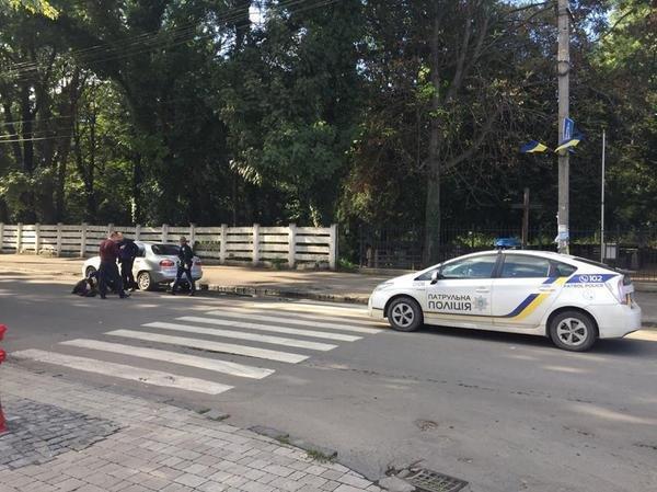 """В Ужгороді на Капушанській на пішохідному переході """"Дейво"""" наїхало на жінку: фото, фото-5"""