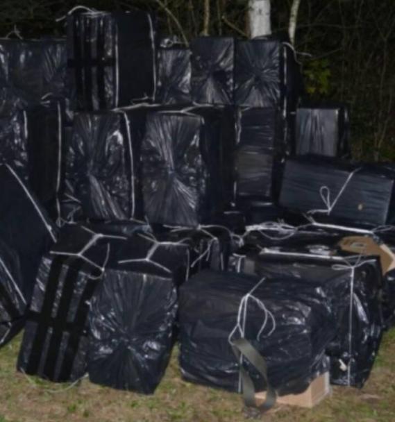 На Тячівщині затримали 2-х чоловіків, які переправляли у Румунії майже 22 тисячі пачок цигарок: фото, фото-2
