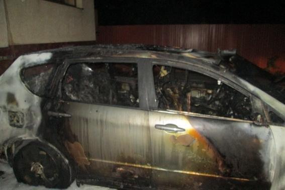 """В Ужгороді серед ночі підпалили """"Субару"""": авто згоріло вщент (ФОТО), фото-2"""