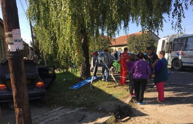 """У Мукачеві - ДТП: розтрощені """"Опель"""" та """"БМВ"""", двох жінок госпіталізовано (ФОТО), фото-1"""