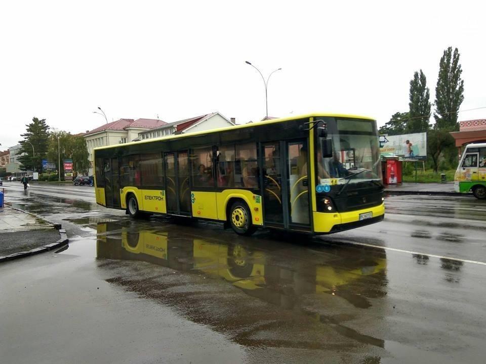 """Ужгородці у 2018-му році отримають 10 сучасних автобусів """"Електрон"""" за 50 мільйонів гривень: відео, фото-1"""