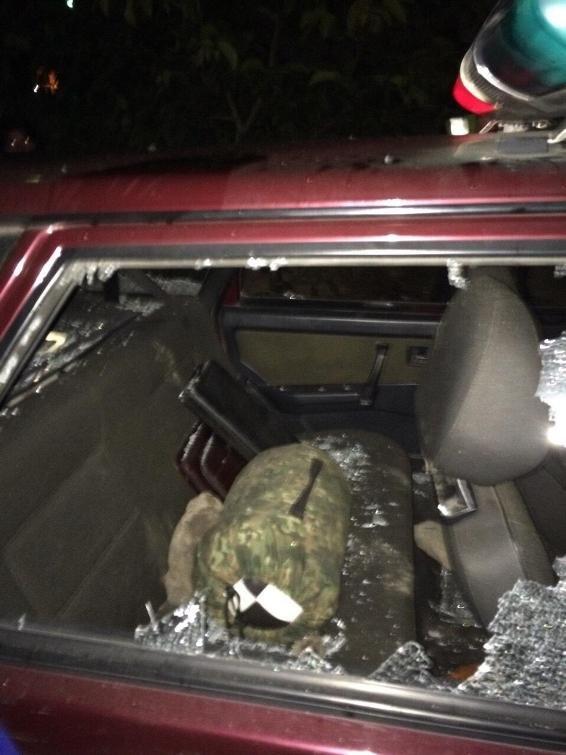 Біля Ужгорода агресивне подружжя розтрощило авто поліції: фото, фото-4