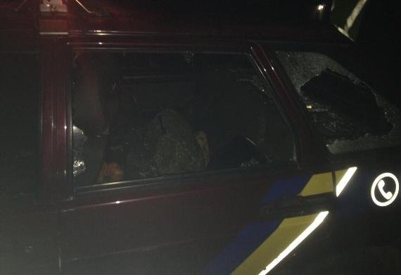 Біля Ужгорода агресивне подружжя розтрощило авто поліції: фото, фото-1