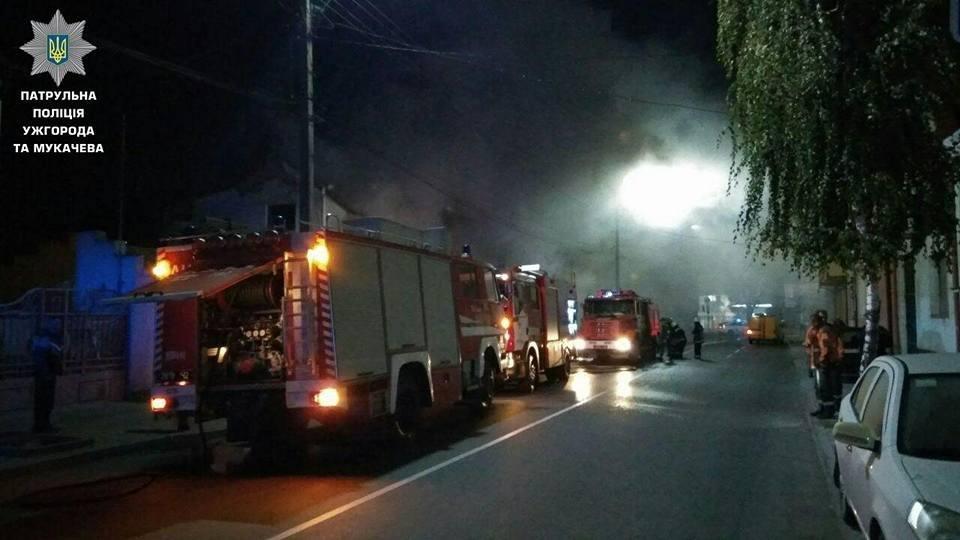 В Ужгороді на Берчені вогонь охопив декілька будинків: фото, фото-2