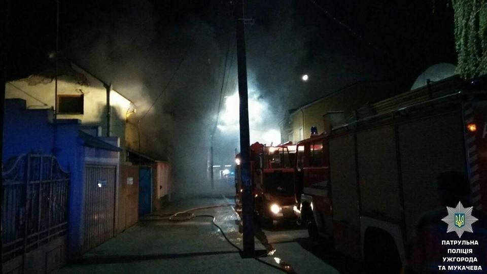 В Ужгороді на Берчені вогонь охопив декілька будинків: фото, фото-1