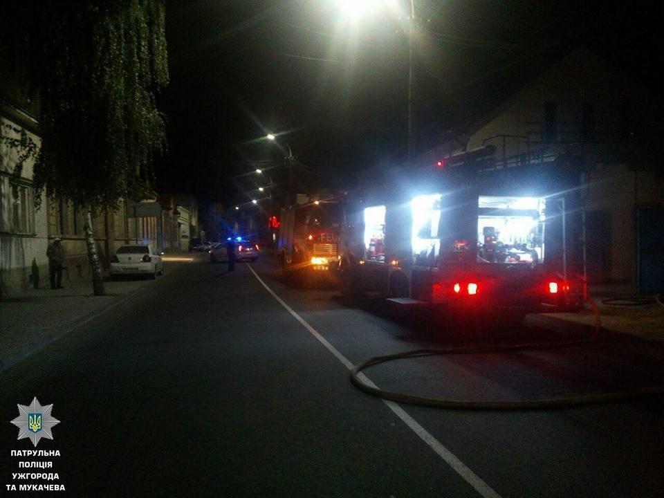 В Ужгороді на Берчені вогонь охопив декілька будинків: фото, фото-3
