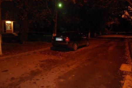 В Ужгороді на Польовій серед ночі евакуювали мешканців будинку через підозру можливого вибуху авто: фото, фото-2