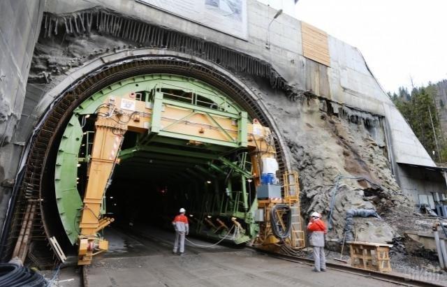 З 2018-го року на Закарпаття курсуватимуть потяги через новий залізничний тунель: фото, фото-1