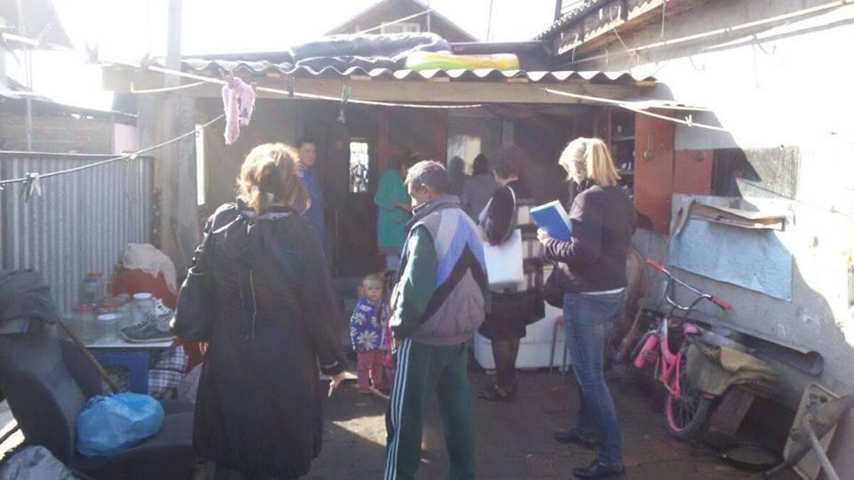 Мукачівська мерія пішла рейдом у циганський табір: фото, фото-3
