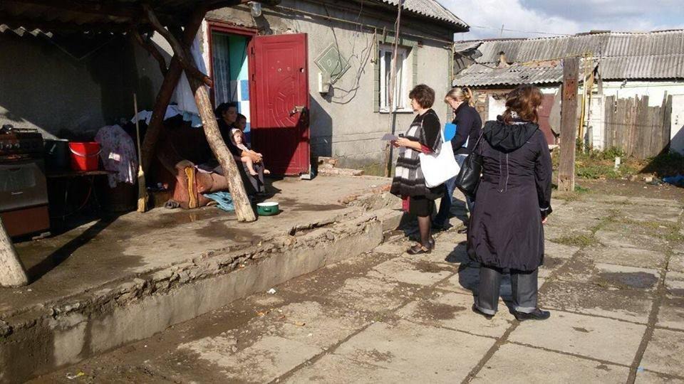 Мукачівська мерія пішла рейдом у циганський табір: фото, фото-5