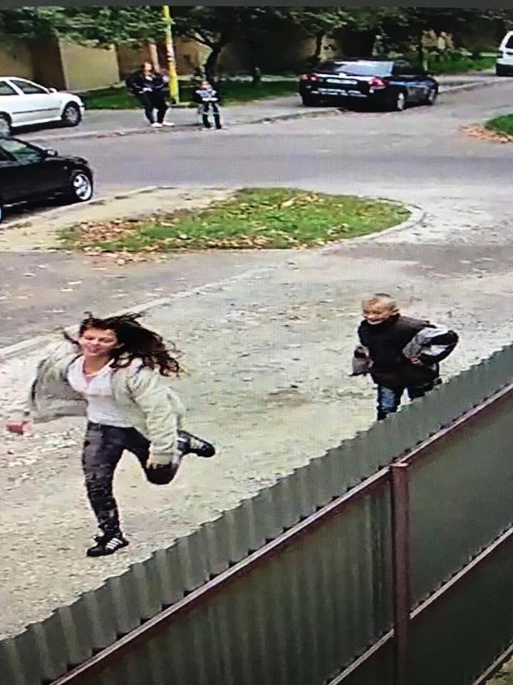 Ужгородка опублікувала відео, як троє дітей на Минайській ламають нещодавно посаджену сакуру, фото-3