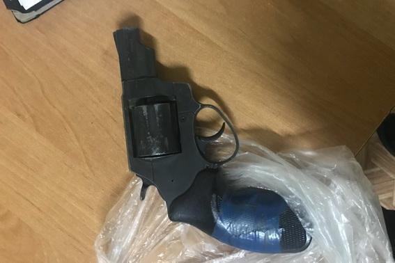 На Тячівщині через сварку 42-річний чоловік погрожував зброєю своєму сусіду: фото, фото-1