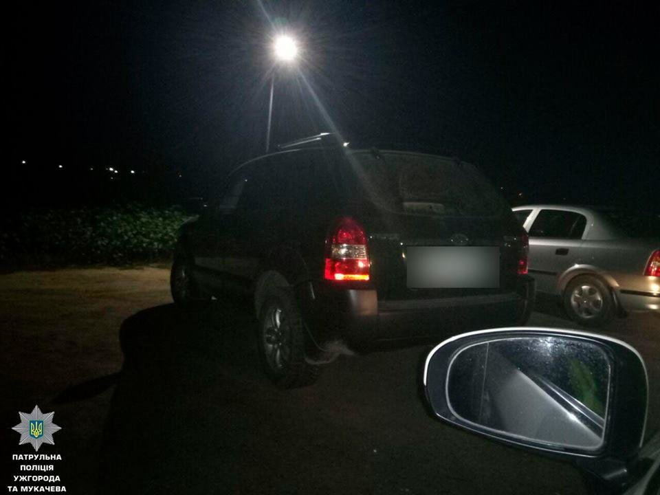 """В Ужгороді двічі за 2 години патрульні ловили п'яну жінку-водія за кермом """"Хюндай"""": фото, фото-2"""