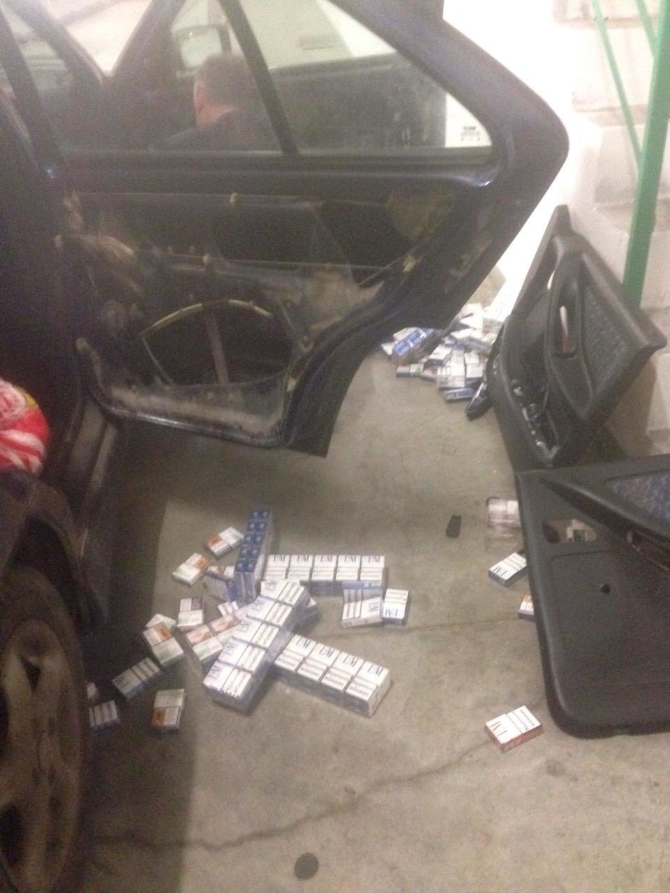 "На КПП ""Ужгород"" в українця забрали ""Сеат"", напакований цигарками на 14500 гривень: фот, фото-3"