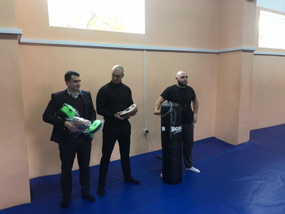 В Ужгороді маленьким спортсменам подарували боксерську грушу та перчатки: фото, фото-3