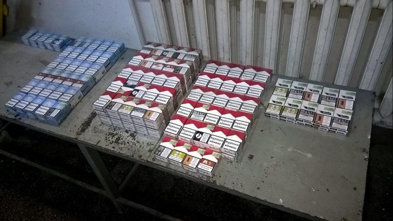 """На закарпатському кордоні через 244 пачки цигарок у чоловіка відібрали """"Мерседес"""" за 424 тисячі гривень: фото, фото-2"""