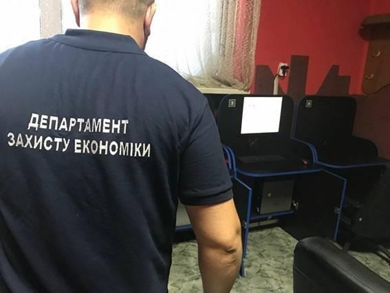 """У Мукачеві """"накрили"""" 5 підпільних гральних закладів: фото, фото-1"""