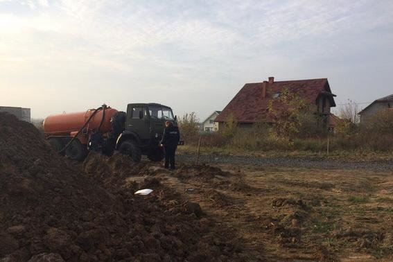 Біля Ужгорода знайшли незаконну врізку в нафтопродуктопровід: фото, фото-1