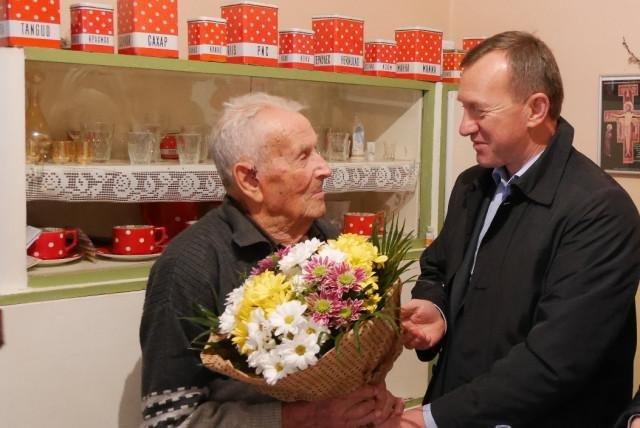 """""""Вперше звернувся до лікарів у 89 років"""": ужгородець-ювіляр  святкує 100-річчя (Фото), фото-2"""