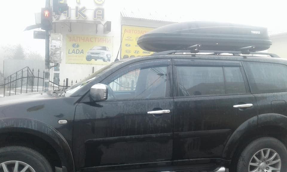 """Ужгородка спіймала горе-водія на """"Міцубісі"""", який ледь не збив дитину, врізався у авто і намагався втекти: фото, фото-2"""