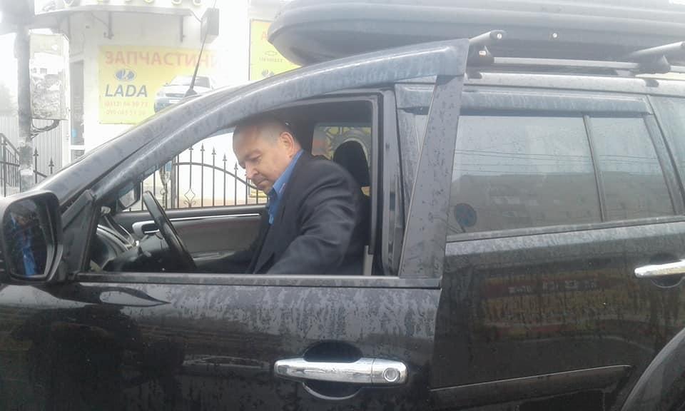 """Ужгородка спіймала горе-водія на """"Міцубісі"""", який ледь не збив дитину, врізався у авто і намагався втекти: фото, фото-1"""