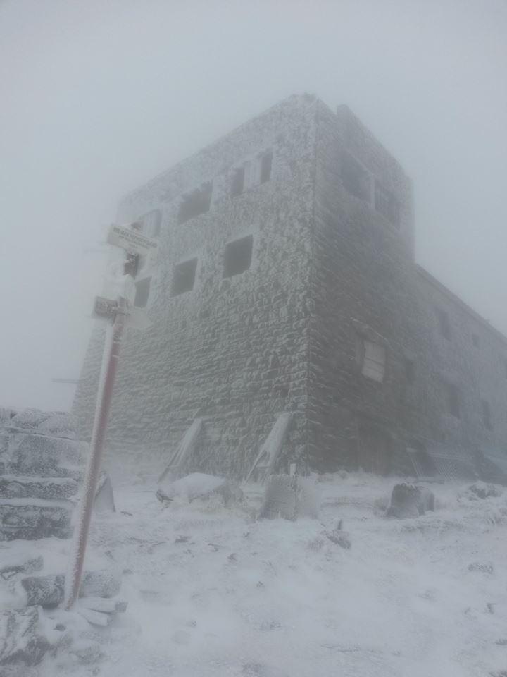 Туман, вітер та сніг: як виглядає закарпатська гора Піп Іван наприкінці жовтня?, фото-1