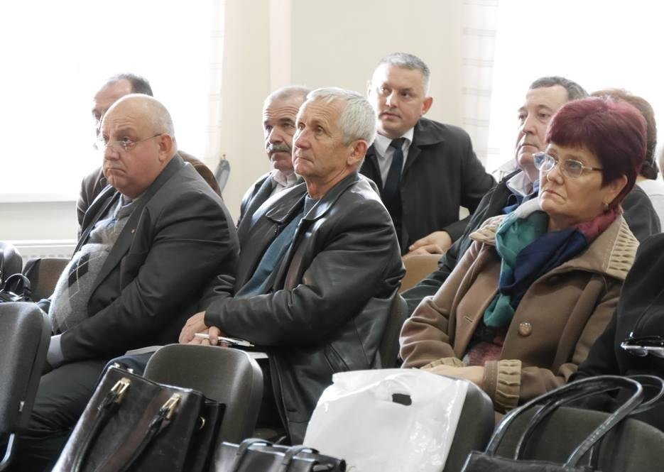 """В Ужгороді педагоги міста та представники влади говорили про інцидент у 9-й школі та Закон """"Про освіту"""": фото, фото-3"""