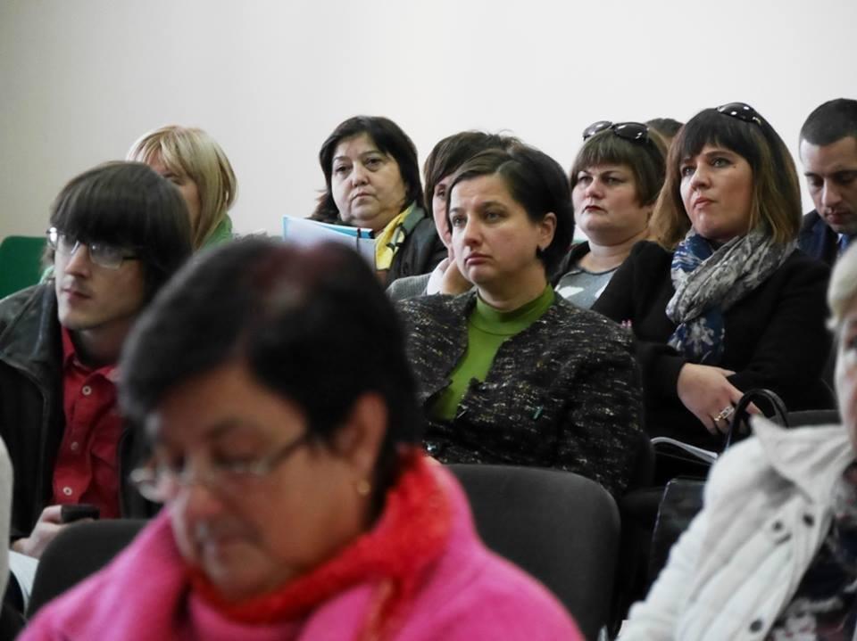 """В Ужгороді педагоги міста та представники влади говорили про інцидент у 9-й школі та Закон """"Про освіту"""": фото, фото-5"""