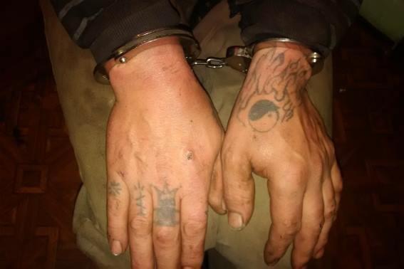 """На Мукачівщині чоловік, який """"сидів"""" за вбивство, порізав двох людей: фото, фото-4"""