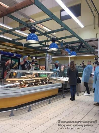 Ужгородський супермаркет перевіряють Анна Жижа і компанія (ФОТО, ВІДЕО), фото-1
