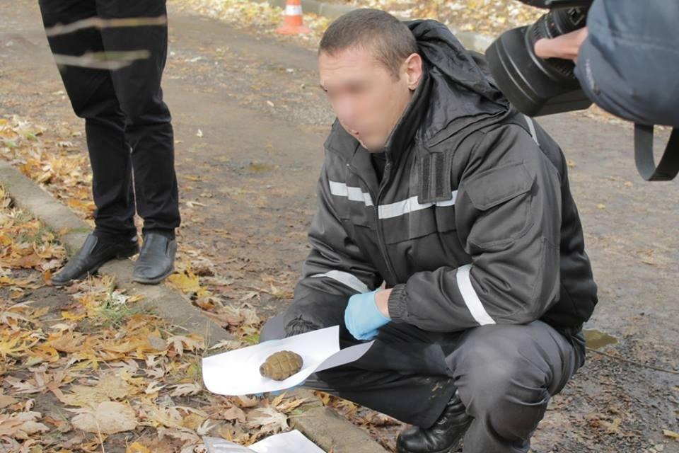 До джипа прокурора Ужгорода приєднали гранату з запалом: фото, фото-3