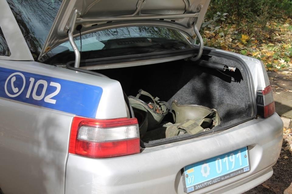 До джипа прокурора Ужгорода приєднали гранату з запалом: фото, фото-1