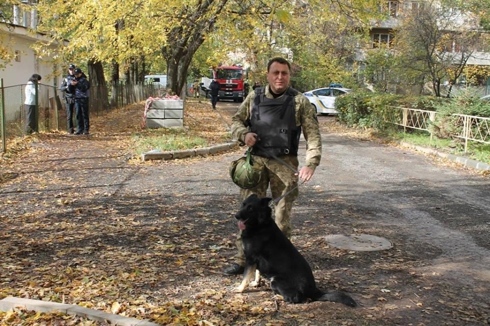 До джипа прокурора Ужгорода приєднали гранату з запалом: фото, фото-6