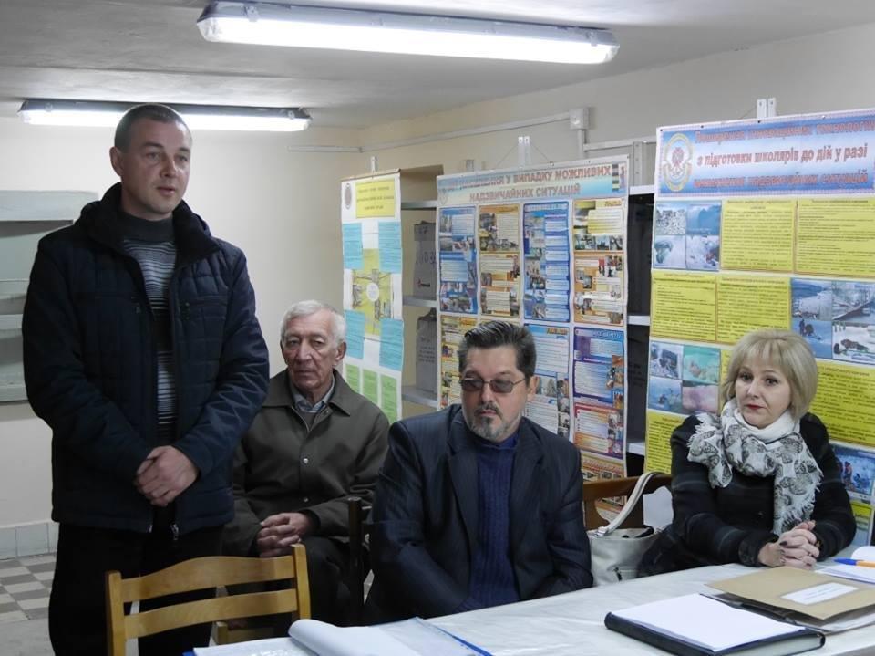 Ужгородські чиновники спустились в бункер: фото, фото-5
