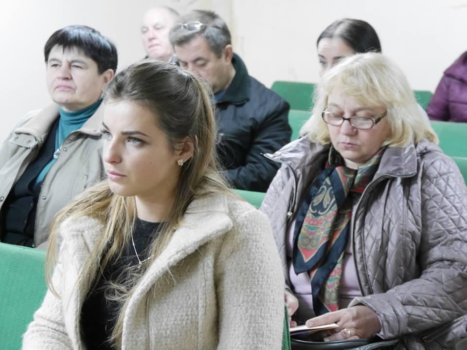 Ужгородські чиновники спустились в бункер: фото, фото-2