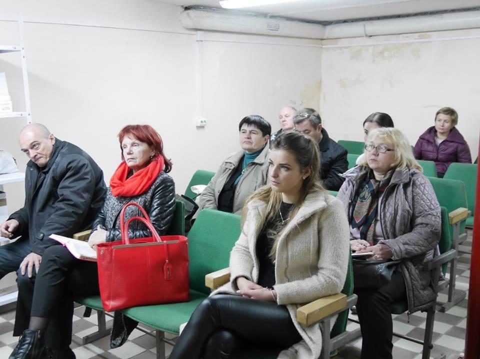 Ужгородські чиновники спустились в бункер: фото, фото-1