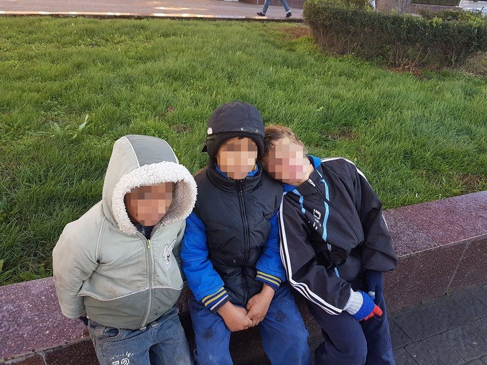 В Ужгороді соцслужби спіймали 7-х малих ромів, які жебракували, і передали їх у притулок: фото, фото-1