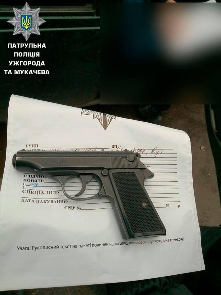 В Ужгороді водій авто погрожував чоловікові пістолетом, який вказав хулігану на порушення ПДР: фото, фото-2